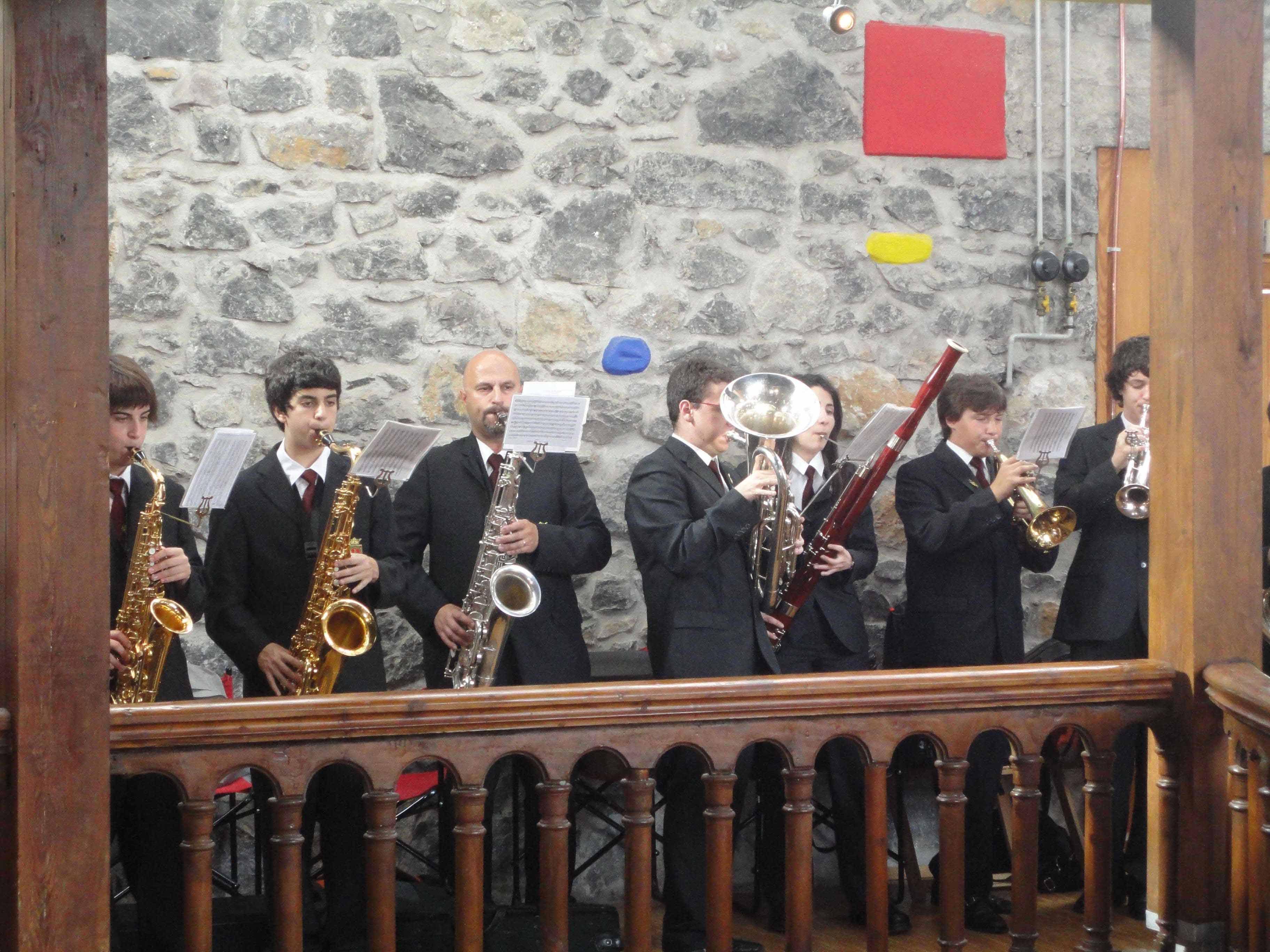 Alarde de la banda de música de Hernani y EMKEbanda